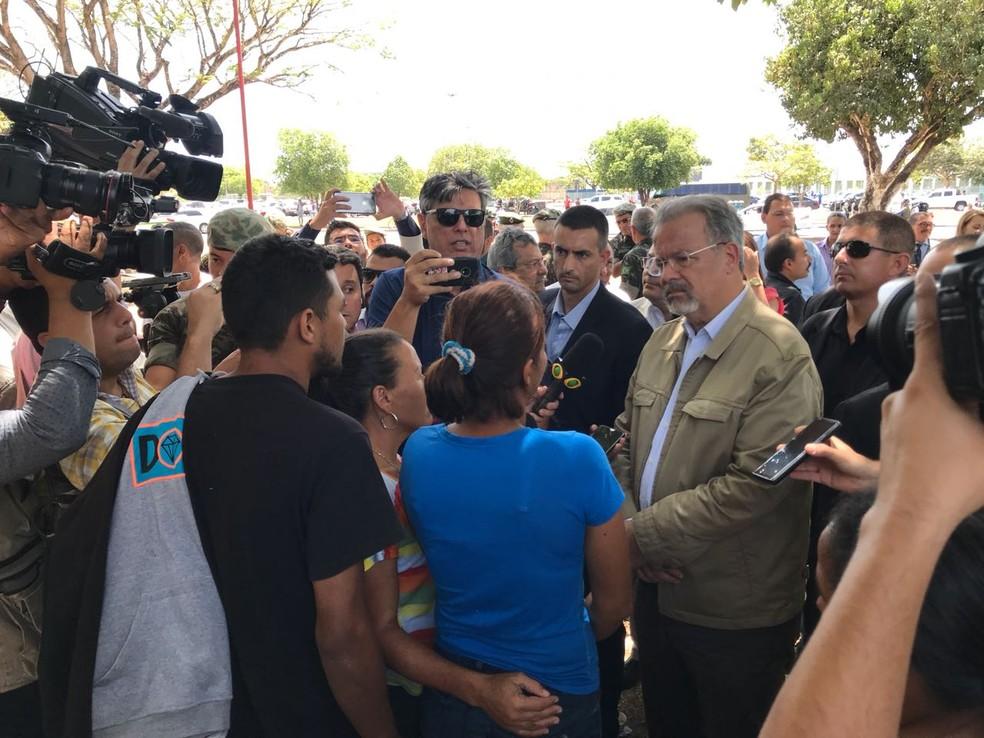 Governadora de Roraima ameaça boicotar reunião com ministros de Temer sobre venezuelanos