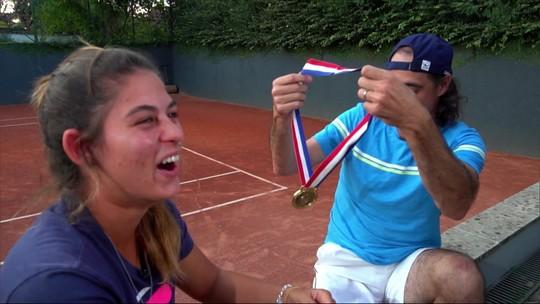 """Choro em família! Meligeni dá ouro de 2003 à sobrinha que vai ao Pan: """"Precisa de uma irmã"""""""