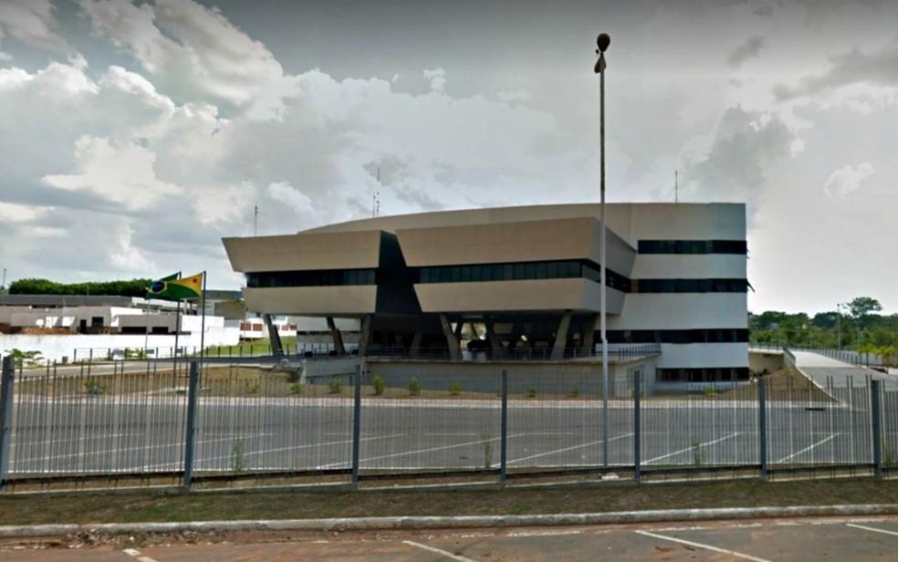 Segundo TJ-AC, grupo usava documentos falsos para vender livros em Manoel Urbano e Sena Madureira (Foto: Reprodução/Google Street View)