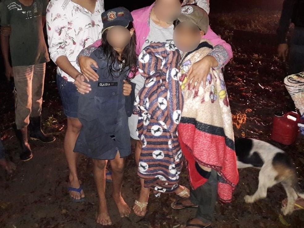 Crianças estavam assustadas, mas sem ferimentos graves (Foto: Polícia Militar de Mato Grosso)