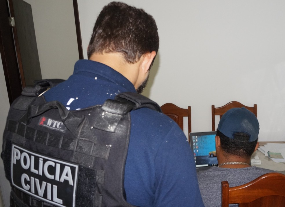 Suspeitos foram flagrados com pornografia infantil em Salvador — Foto: Divulgação/Polícia Civil