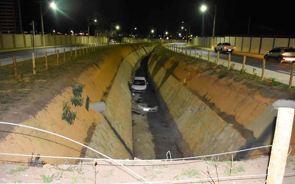 Motorista do carro envolvido no acidente ficou ferido segundo informou a PM de Vitória da Conquista (Foto: Anderson Oliveira/Blog do Anderson)