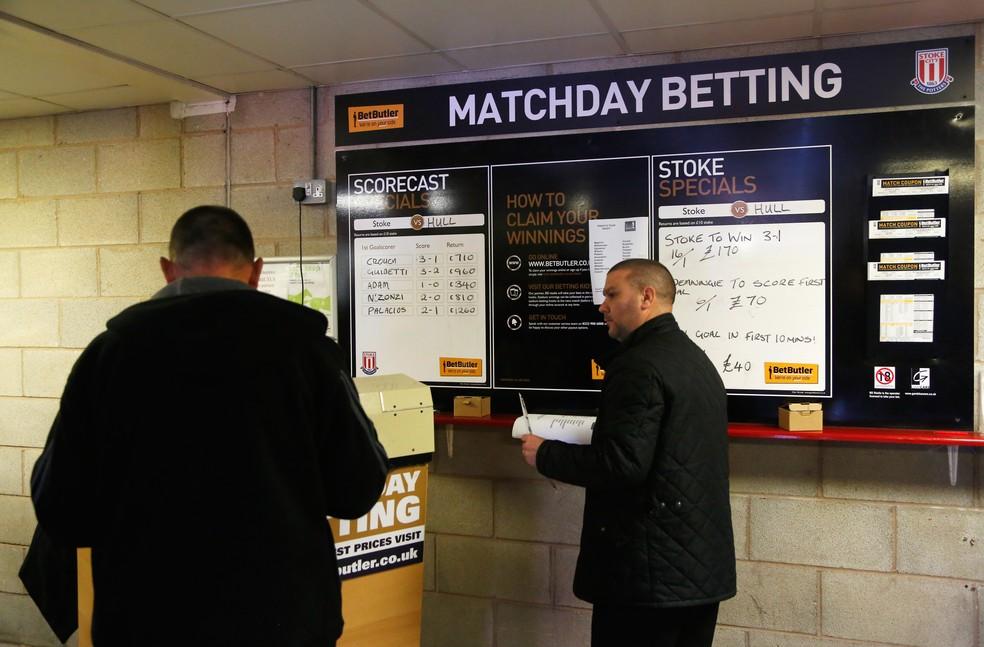 Torcedores apostam em jogo Stoke City x Hull City em 2014 apostas Inglaterra Premier League  Foto: Paul Thomas/Getty Images