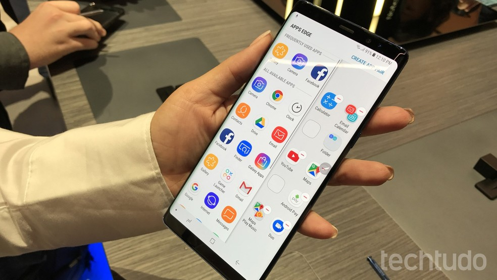 Galaxy Note 8 tem tela de 6,3 polegadas Quad HD+ (Foto: Thássius Veloso/TechTudo)