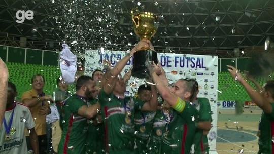 Goleiro se divide entre o futsal e a medicina e conquista a Taça Brasil