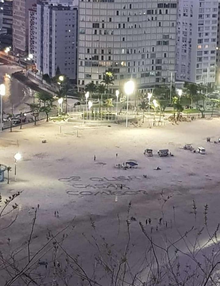 Casal viraliza após pedido de casamento inusitado: 'Surreal' - Notícias - Plantão Diário