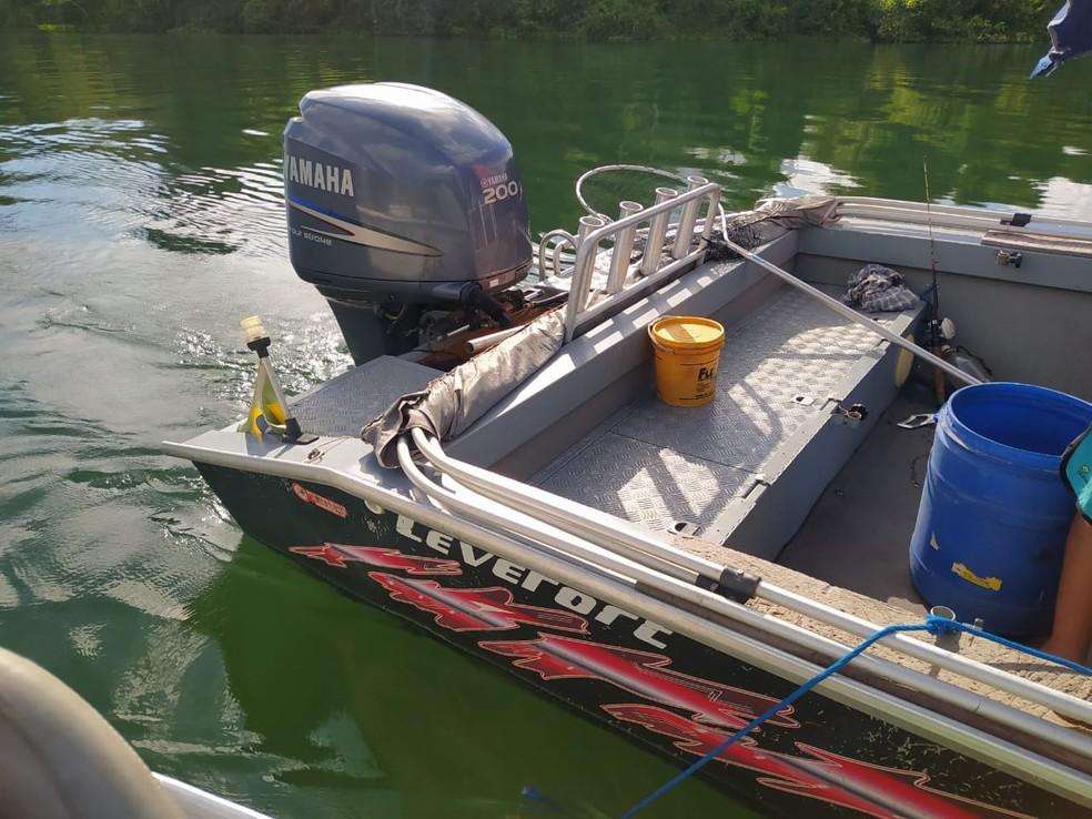 Pescador levou multa de mais de R$ 1 mil por captura irregular de piaparas em período proibido no Rio Paraná — Foto: Polícia Militar Ambiental