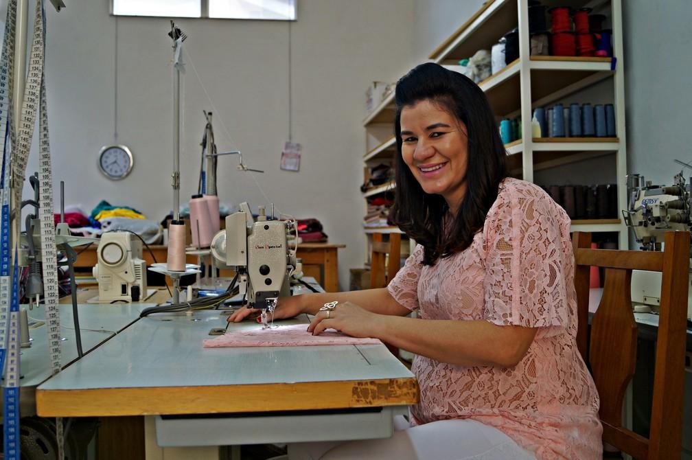 8106f9556 ... Ediléia deixou a vida de doméstica e se tornou estilista em Juruaia —  Foto  Fernanda