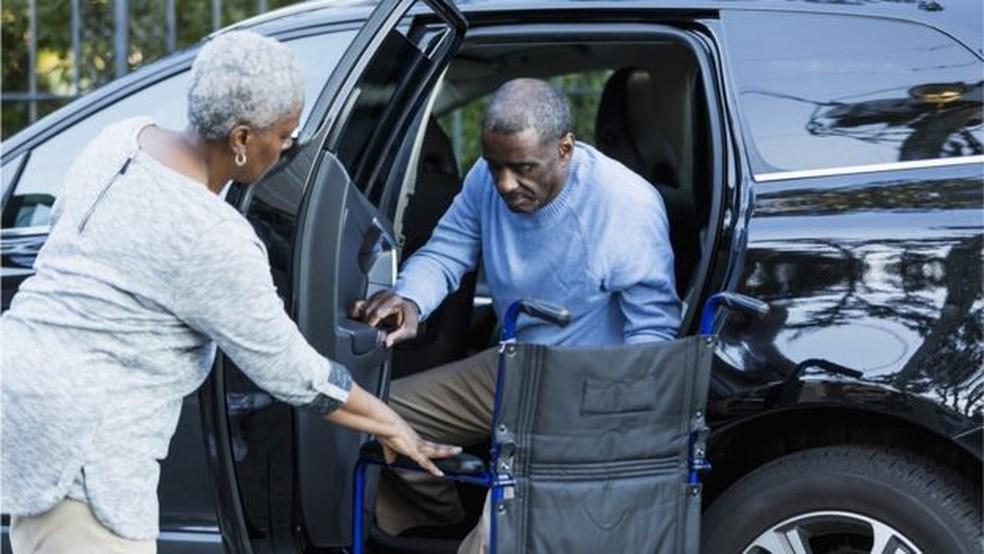 Cuidar de uma pessoa com Alzheimer pode ser muito estressante (Foto: Getty Images)