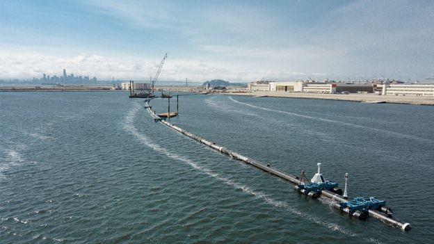 """""""Temos muita pressa"""", disse Lonneke Holierhoek, diretora de operações do 'projeto serpente' (Foto: The Ocean Cleanup)"""
