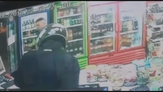 Dois homens são presos suspeitos de roubar padaria em Garça