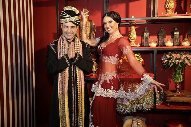 Zezé di Camargo e Graciele Lacerda se inspiram em Caminho das Índias para fantasia (Foto: Manuela Scarpa/Brazil News)