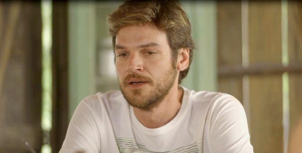 Beto decide revelar sua verdadeira identidade aos filhos de Luzia (Foto: TV Globo)
