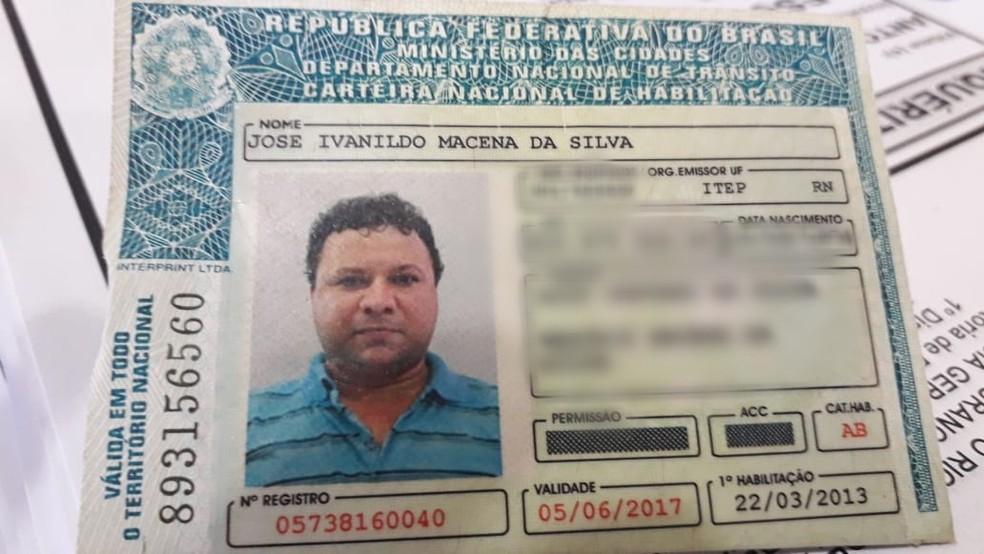 Corpo de Ivanildo Macena da Silva foi encontrado dentro de uma fossa — Foto: Juliane Barreto/Inter TV Cabugi