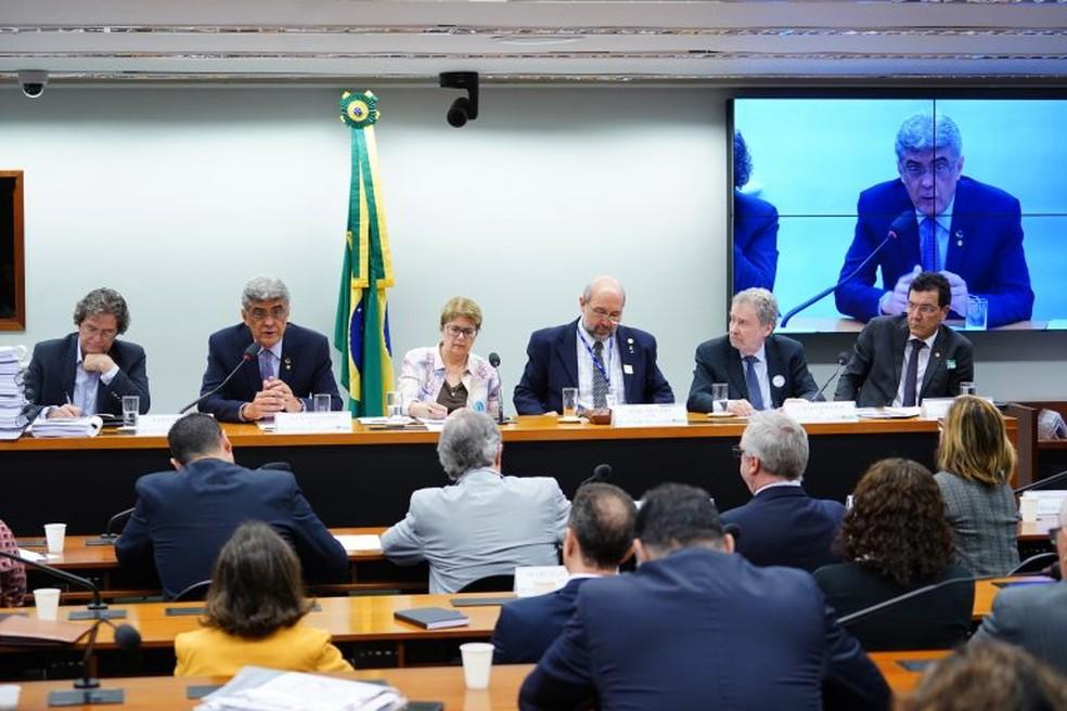 Comissão da Câmara reuniu deputados e cientistas para discutir o corte nas bolsas de pesquisa na quarta (28). — Foto: Pablo Valadares/Câmara dos Deputados