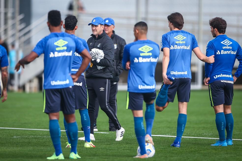 Felipão e Paulo Turra comandam treino do Grêmio — Foto: Lucas Uebel/Grêmio