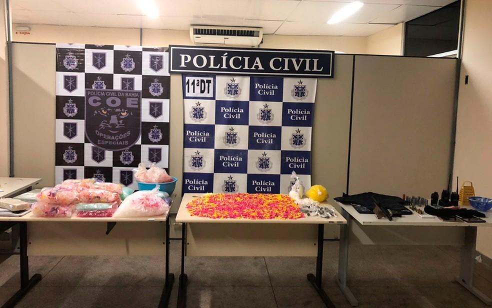 Presos e material apreendido foram levados para 11ª delegacia (Foto: Divulgação/SSP-BA)