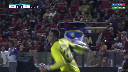Goleiro Maílson, do Sport, quase faz gol contra histórico; veja
