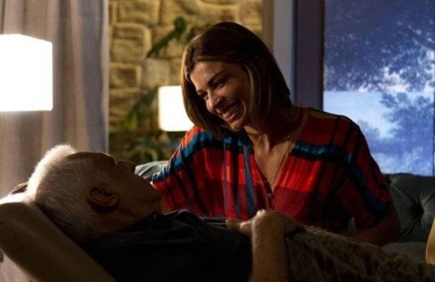 Na segunda-feira (14), Alberto (Antonio Fagundes) se emocionará ao ver Paloma (Grazi Massafera) ao seu lado e dirá que ela salvou a sua vida (Foto: TV Globo)