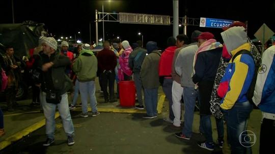 Centenas de venezuelanos são barrados na fronteira do Equador