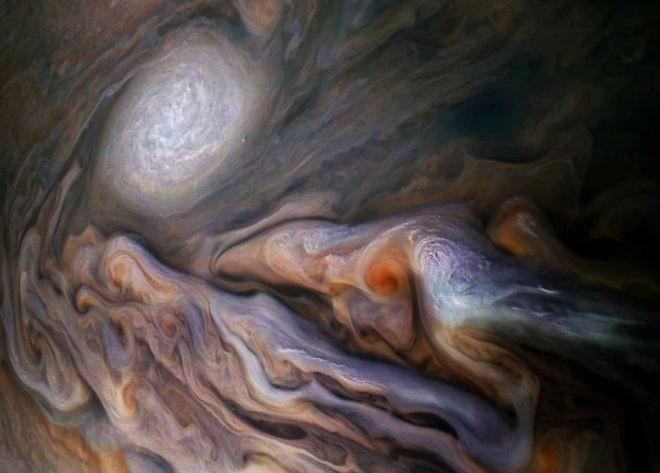 As dinâmicas da superfície podem revelar a estrutura profunda de Júpiter (Foto: NASA / SWRI / MSSS / GERALD EICHSTÄDT / SEÁN DORAN via BBC News Brasil)