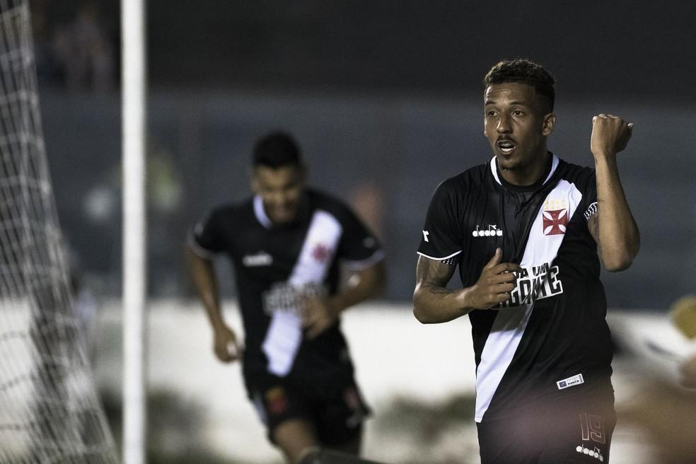 Caio Monteiro festeja gol do Vasco (Foto: JORGE RODRIGUES/ELEVEN/ESTADÃO CONTEÚDO)