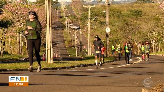 Cerca de 100 atletas vencem o frio, os próprios limites e encaram ultramaratona em Prudente