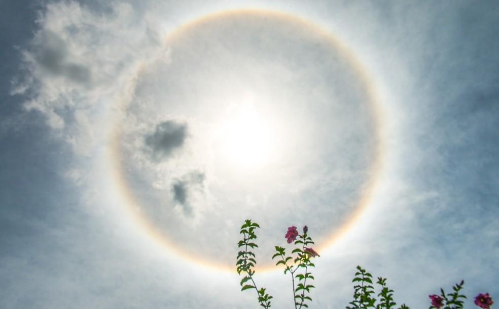Halo solar pôde ser visto pela segunda vez em menos de um mês  — Foto: Davi Pinheiro/Arquivo pessoal