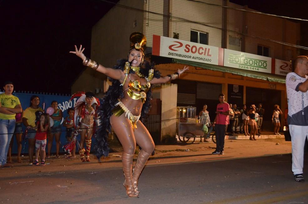 Há várias opções de festas, além do tradicional carnaval nos bairros  (Foto: Caio Fulgêncio/G1)