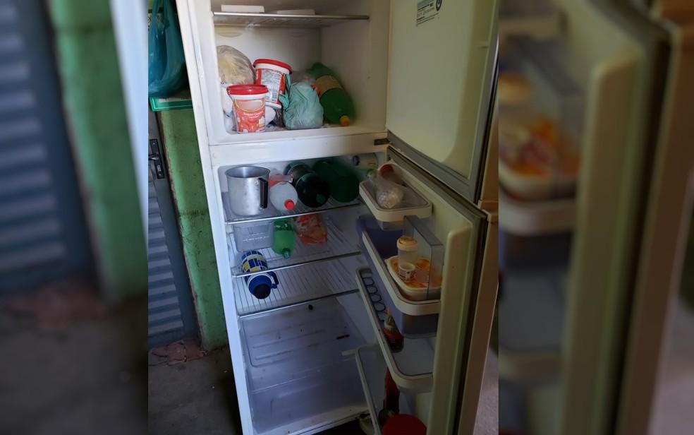 Geladeira estava quase vazia na casa de idosa em Palmeiras de Goiás — Foto: Arquivo pessoal