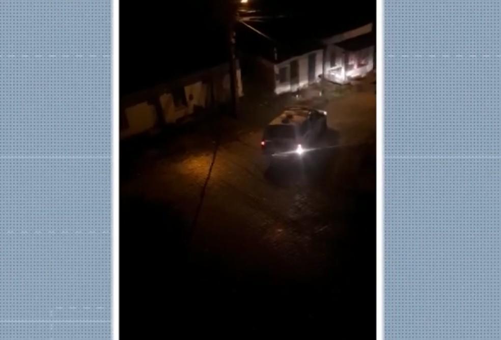Duas pessoas morrem após confronto com a polícia em Ilhéus, no sul da Bahia — Foto: Reprodução/TV Santa Cruz