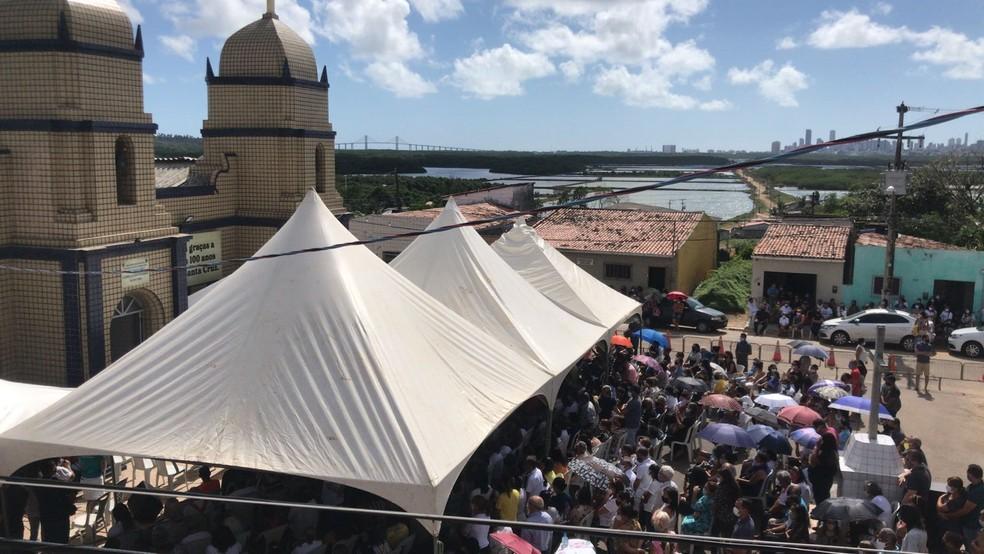 Fieis acompanharam missa de corpo presente do padre Tiago Theisen em Natal — Foto: Geraldo Jerônimo/Inter TV Cabugi