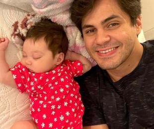 Lucas Veloso e a filha, Lua Maria | Reprodução