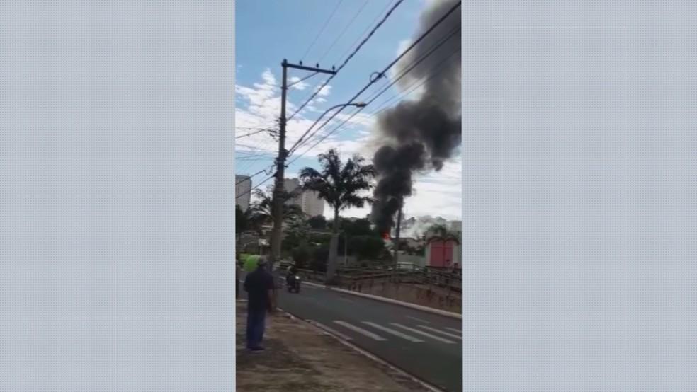 Incêndio em loja de munições na zona sul de Ribeirão Preto (SP) — Foto: Reprodução/EPTV