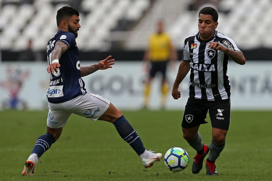 Como se fosse no Jacarezinho: após um ano sem defender o Botafogo, Yuri buscou