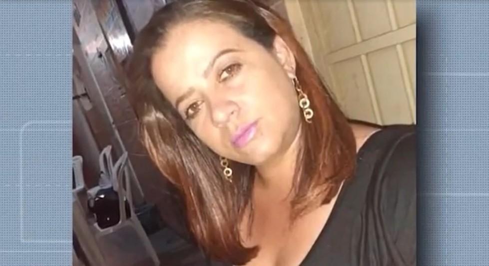 Mulher é morta a facadas após briga em bar no sudoeste da Bahia; suspeita fugiu