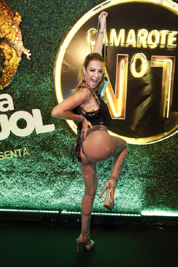 Luana Piovani vai de calcinha com transparência na Sapucaí  (Foto: Felipe Panfili/CamaroteNº1)
