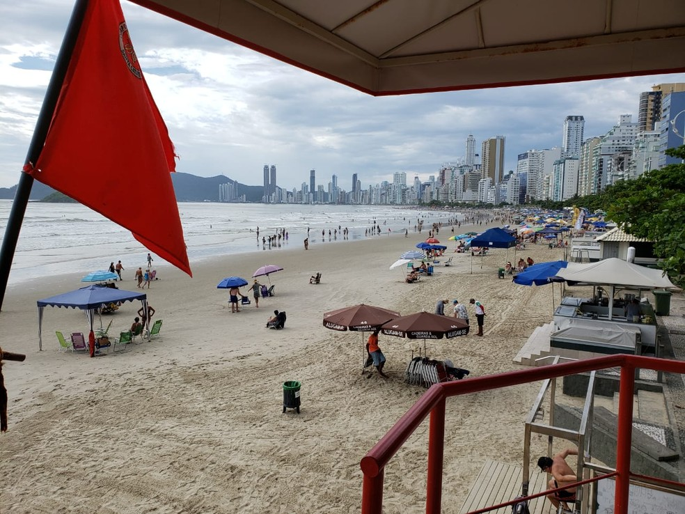 Praias do Litoral Norte de SC estão com mar agitado e bombeiros recomendam cautela de banhistas   — Foto: Bombeiros/Divulgação