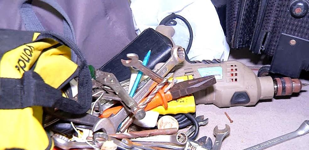 Ferramentas que acredita-se serem usadas para arrombamento de caixas eletrônicos de bancos. — Foto: Reprodução Inter TV Cabugi.