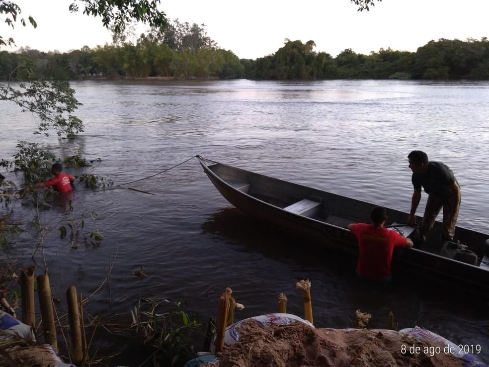 Bombeiros procuram por jovem que desapareceu durante pescaria com amigos, em Coxim (MS). — Foto: Site Coxim Agora/Maikon Leal