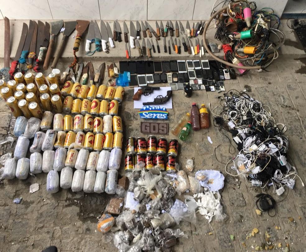 Materiais ilícitos foram apreendidos em presídio do Recife (Foto: Seres/Divulgação)