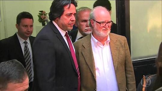 Eduardo Azeredo se entrega e é 1º político preso no mensalão tucano