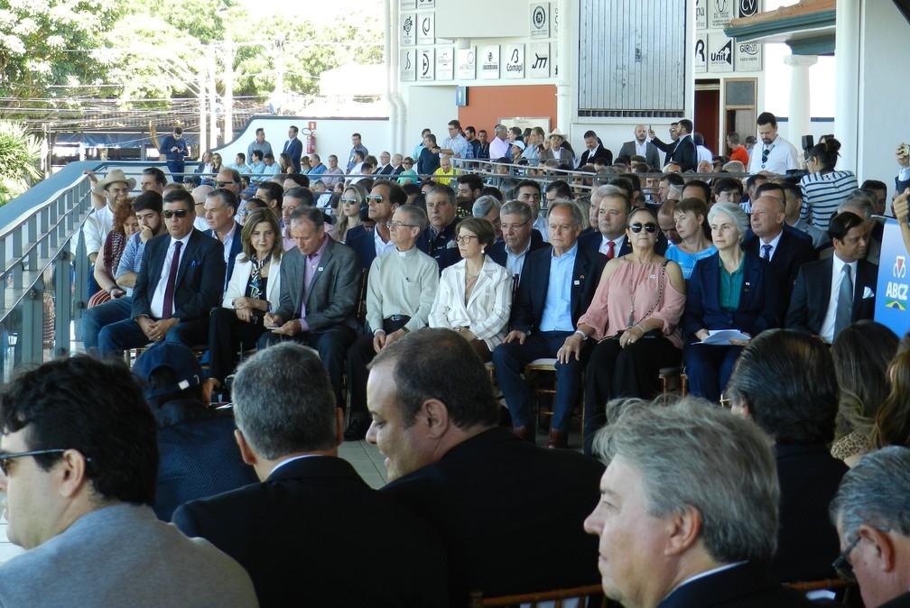 Autoridades participaram da solenidade de abertura da 85ª Expozebu — Foto: Mariana Dias/G1