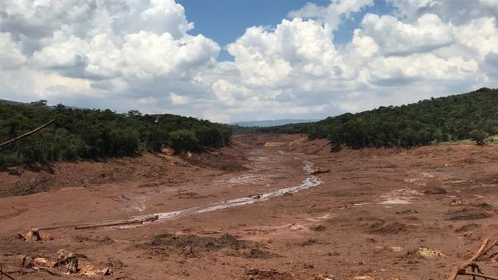 Área próxima à localização da Pousada Nova Estância, varrida pela lama — Foto: BBC News Brasil
