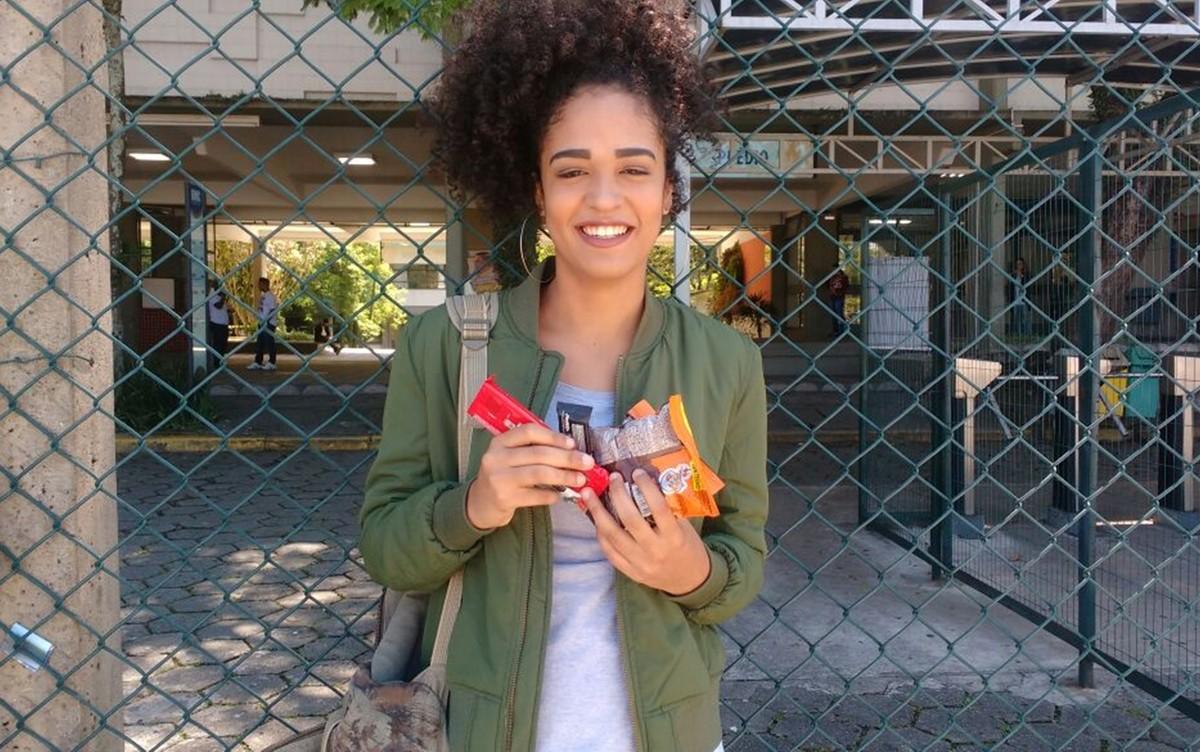 Preocupada com cálculos, estudante que presta Enem em Mogi exagera no chocolate: 'Hoje é dia de chorar'