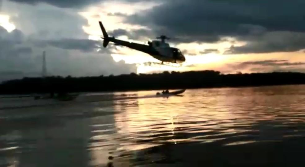 -  Helicóptero persegue pescadores no Rio Madeira  Foto: Reprodução
