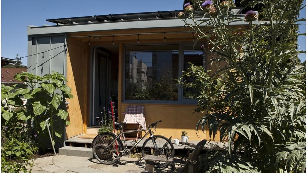2 em seattle a iniciativa pioneira as casas sao construidas com doacoes da comunidade e ajuda de voluntarios - Em meio à crise de moradia, cidades dos EUA incentivam proprietários a abrigar sem-teto no quintal de casa