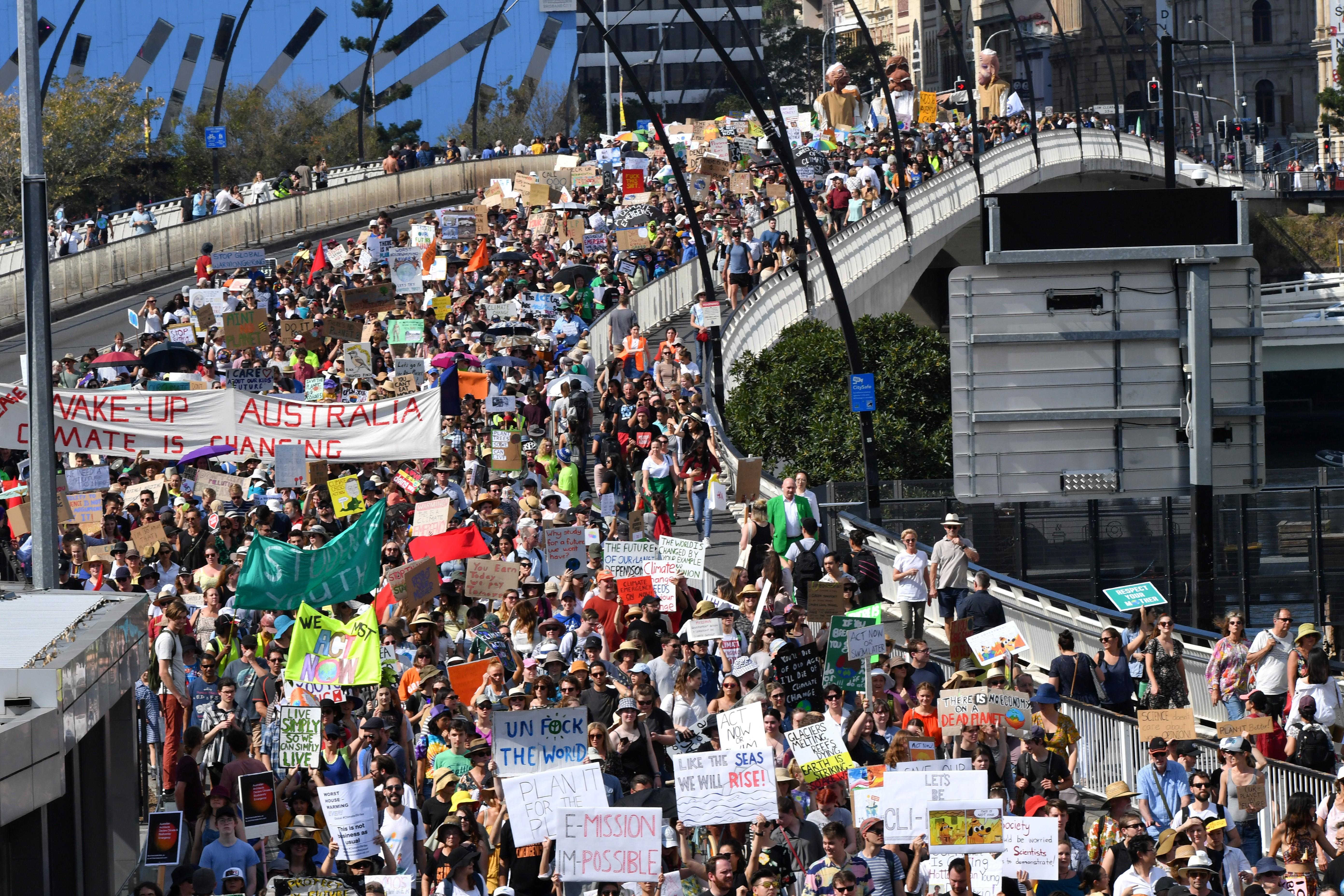 Manifestantes protestam em greve global pelo clima nesta sexta - Notícias - Plantão Diário