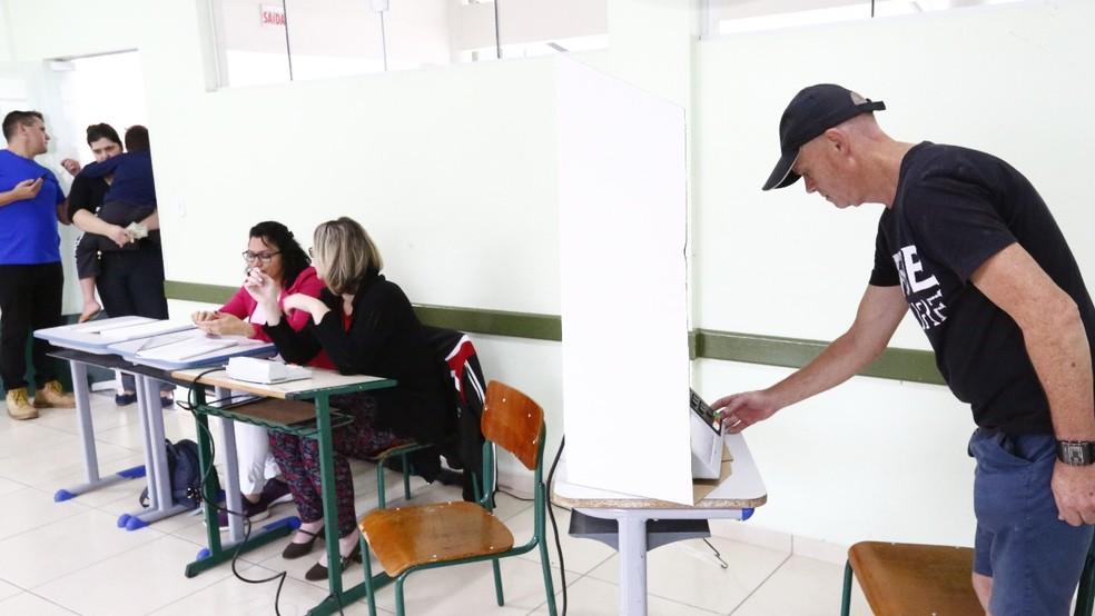 Votação ocorreu no domingo (6), no Colégio Celso Ramos — Foto: Rogério da Silva/ Divulgação/ Prefeitura de Joinville