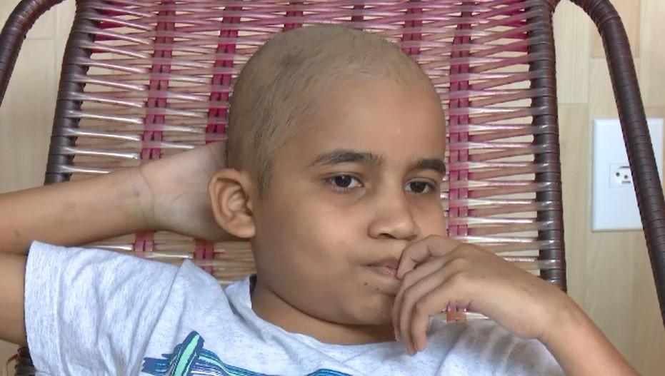 Após 4 anos de luta contra leucemia, menino que se emocionou com banda da PM morre em hospital do Acre - Notícias - Plantão Diário